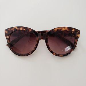 Ann Taylor Loft Cateye Sunglasses & Case